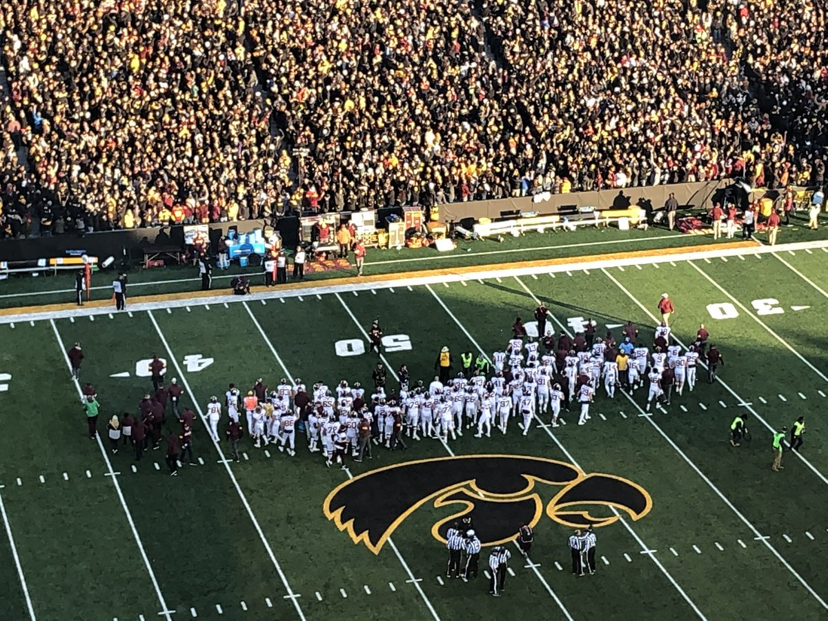 Photo: Minnesota Players Show Great Class vs. Iowa