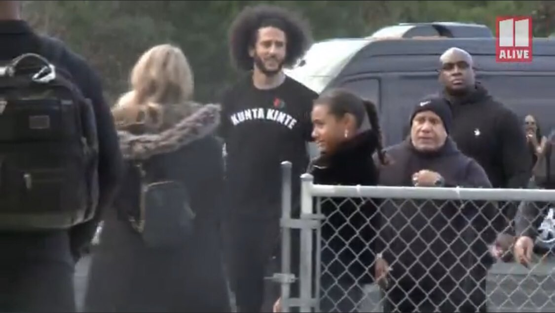 🚨🚨MUST SEE🚨🚨  Colin Kaepernick wears a Kunta Kinte t-shirt as he arrives for his NFL workout in Atlanta.   Kunta Kinte was an African man who was enslaved & taken to America in the 1700s. He was forced to change his name to Toby after multiple lashes in the movie Roots @wusa9