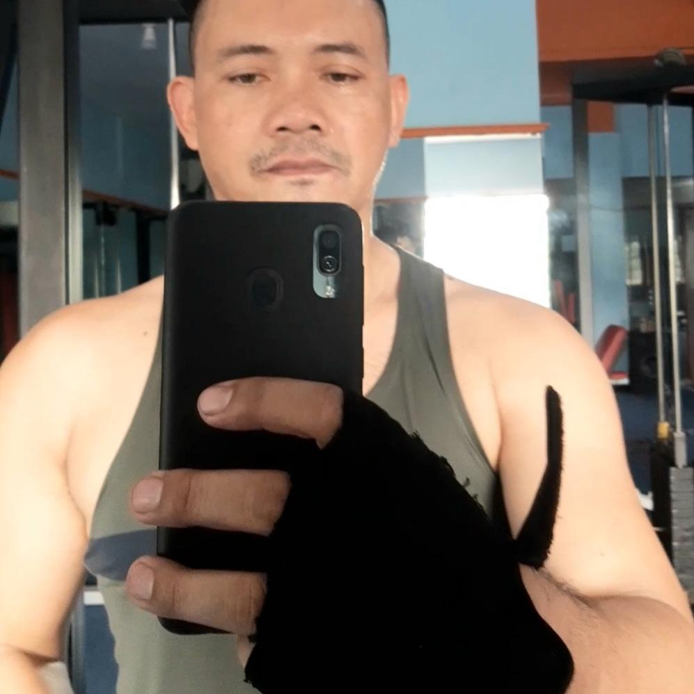 Hello my name is wisnu stay in jakarta.. Good massage and service.. Call or whtsap: +6285656869822 Simple only but nice good and romantic.. thank you..