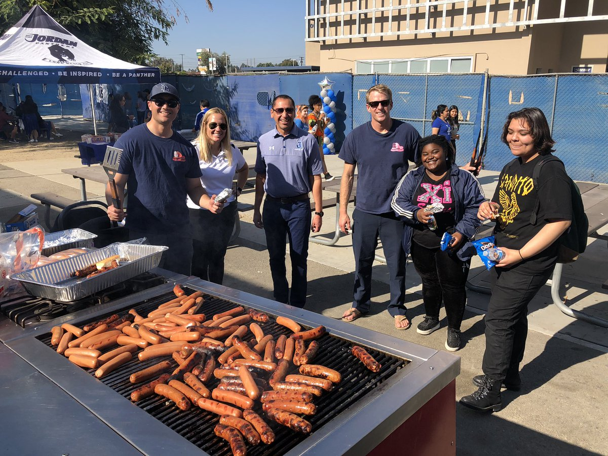 Long Beach Fire Department grills hot dogs for @lbjordanhigh Site Saturday. Eighth graders and their families came from all parts of the city to check out Jordan's great pathways and programs.  #ProudToBeLBUSD #LBJordanPanthers