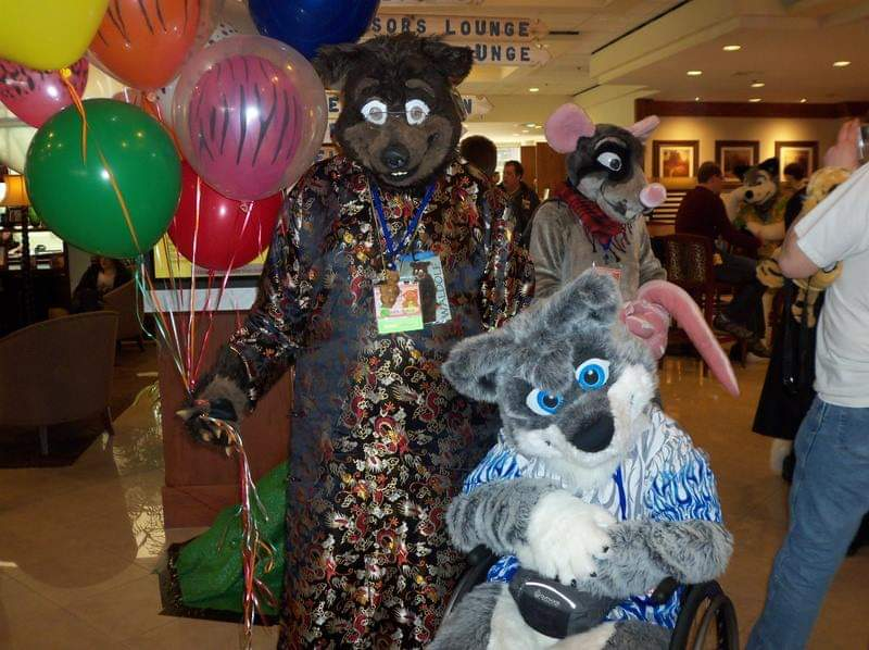 #FursuitFriday #fursuiteveryday #FWPhotoContest @FursuitersWorld and a late #TBT #ThrowbackThursday Waldolf and his friend Aragon Wolf  in the lobby of the @SheratonNovi at the former Furry Connection North convention #FCN
