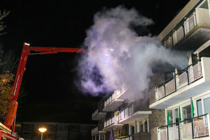 Uitslaande woningbrand Jan van Arkelstraat Vlaardingen https://t.co/DHjeHgg1tb https://t.co/FY0tR6zRGs