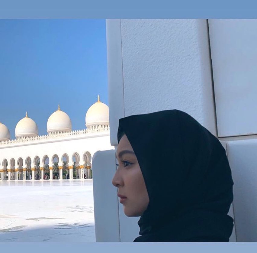 I wanna compile all of Naddie's photos sa Grand Mosque coz all are picturesque just like her Dubai desert pics with a camel   paulnebres  Nadine Lustre #EmbraceYourMoment <br>http://pic.twitter.com/g0Rld8Azjd