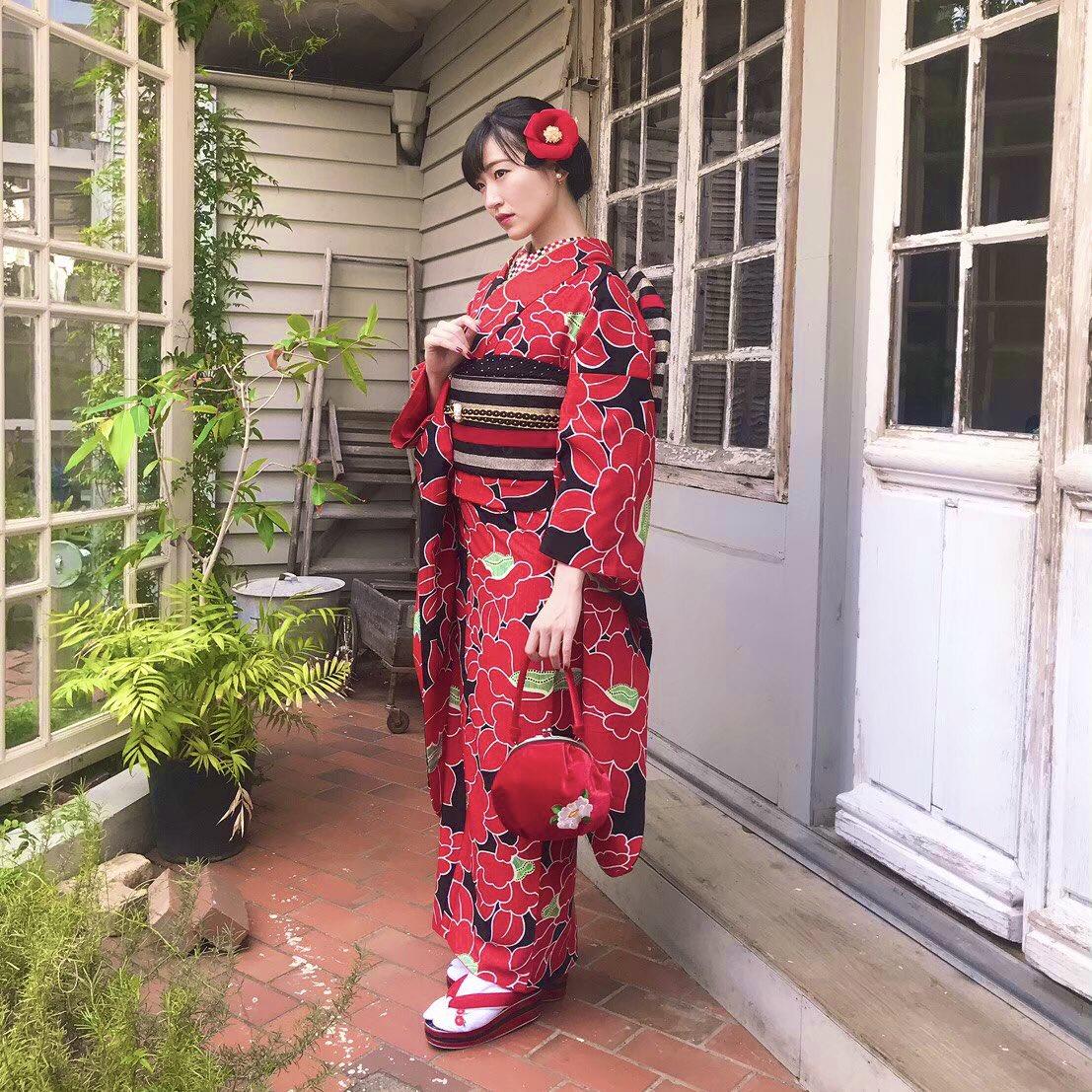 #前島亜美カレンダー2020 赤って、綺麗な色だなと思います。まもなく予約締切!お急ぎください♦️*受注締切 本日23:59→