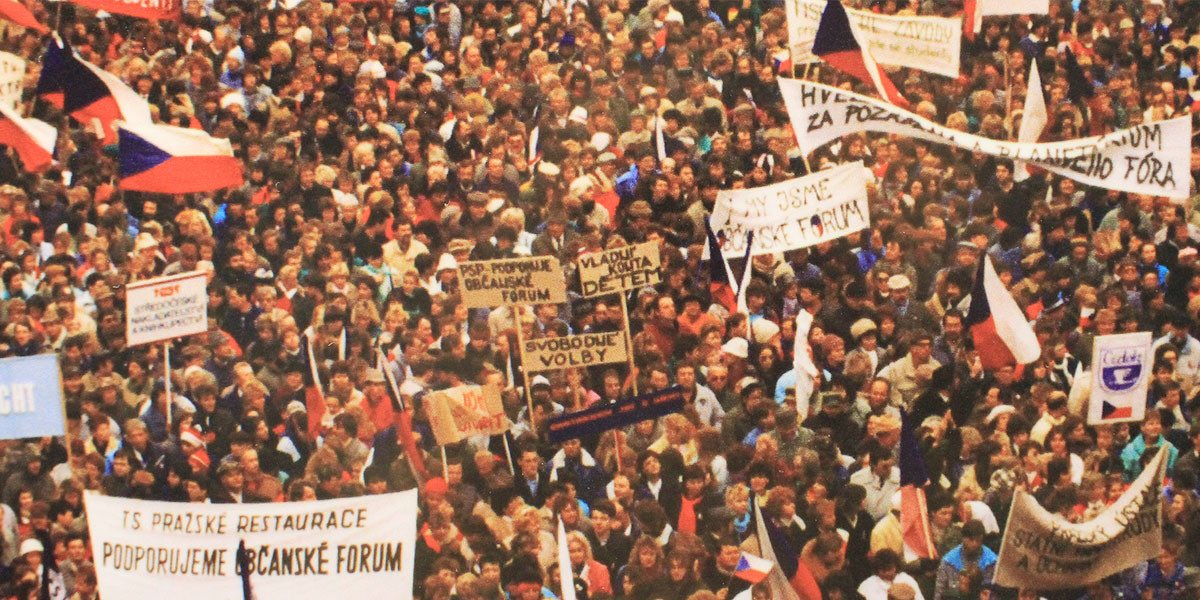 30y since the #VelvetRevolution that brought to the end Communist rule in former Czechoslovakia &, like the Baltic Way & Fall of the Berlin Wall, teared down Iron Curtain & started remarkable changes in Central Eastern Europe. My congrats to🇨🇿🇸🇰Allies, for your freedom & ours!
