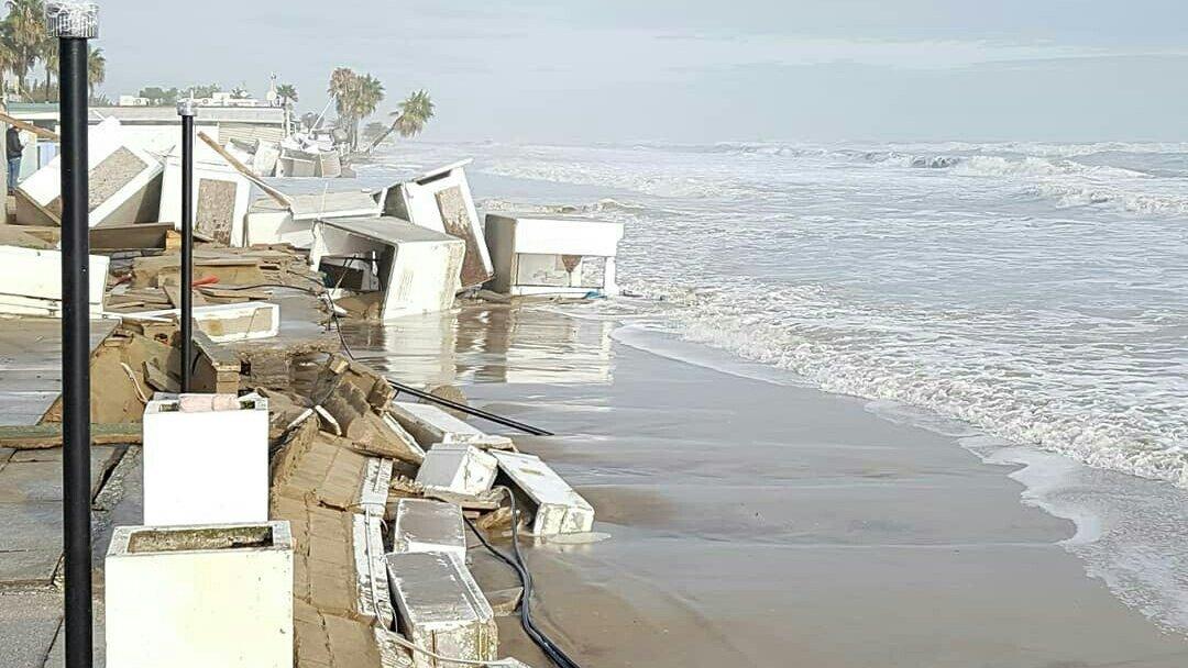 La situazione non è drammatica solo a Venezia.  Ecco com'è ridotta la spiaggia  #AlbaAdriatica, la mia città, dopo le mareggiate dei giorni scorsi!😔 #Abruzzo  #allertameteo