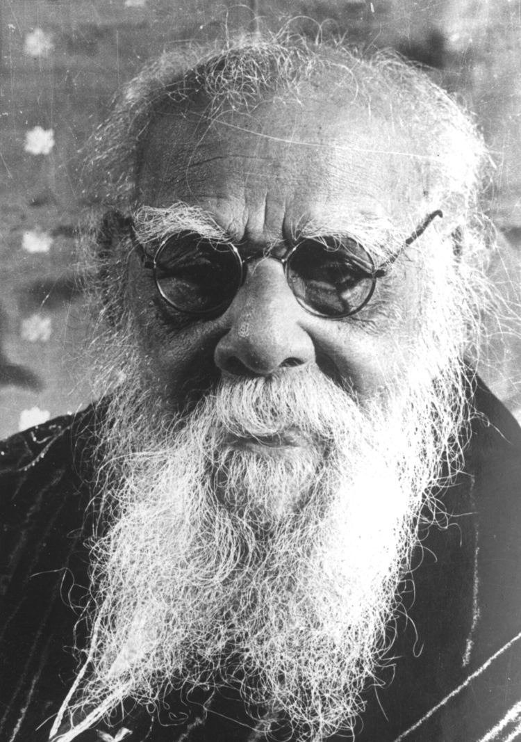 Comparatively studying all the social reformers of India, I concluded that Periyar was the only who broke every single hegemony of Brahmins in every field. He didn't spared even the slightest one to remain and bud themselves again.  #Ramdev_Insults_Periyar<br>http://pic.twitter.com/B8uTX3Ak6r