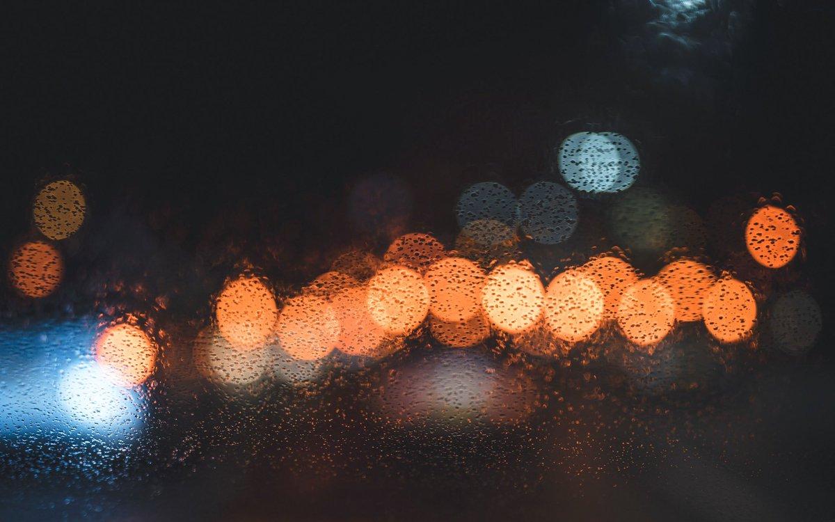 雨の日のガラスの美しさよ。