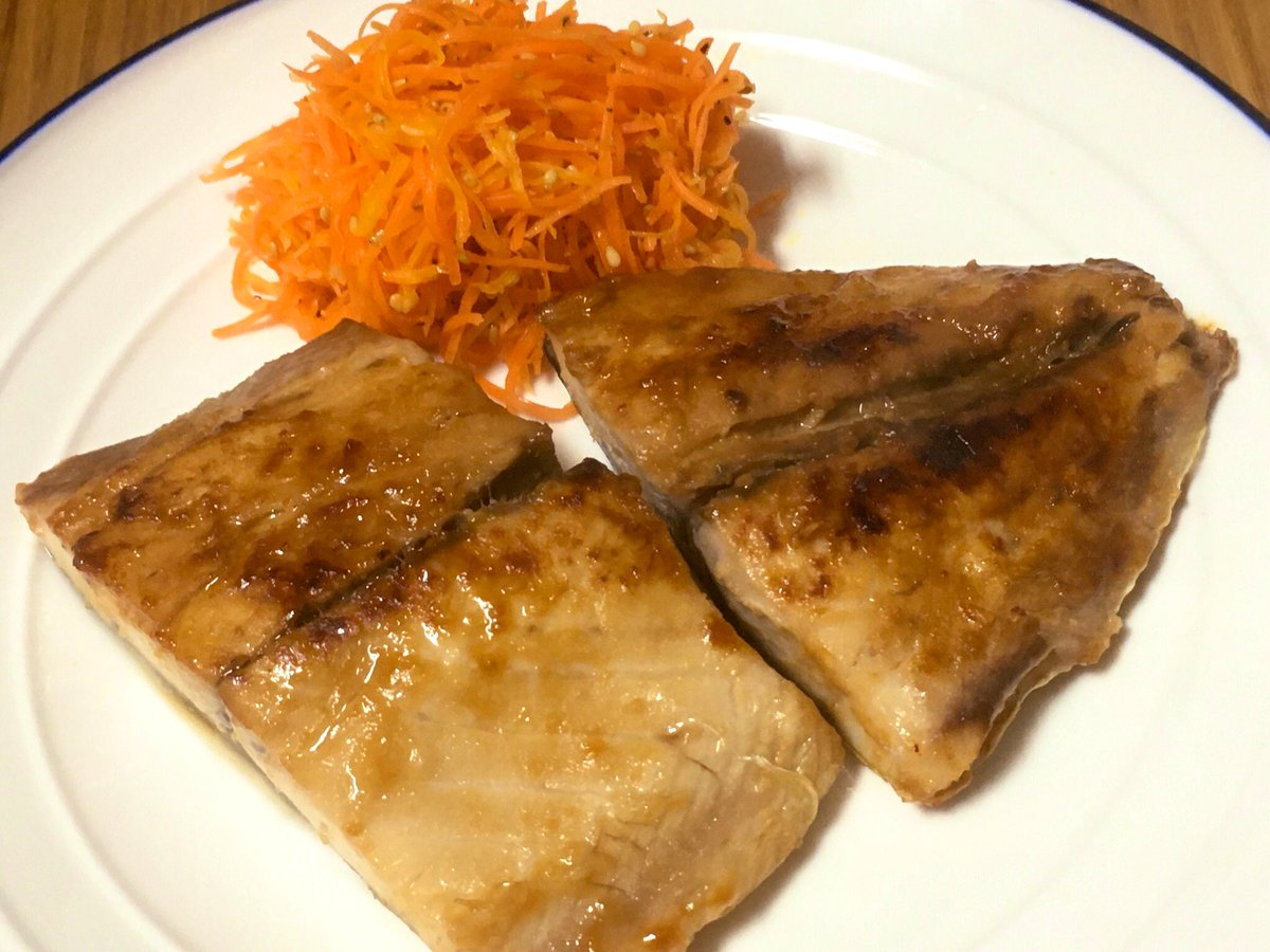 サワラが釣れたので「サワラの西京焼き」やってみました。味噌が染みていて美味しいですよ😊クッキングシート敷いて焼くと焦げにくかったです #ククれぽ