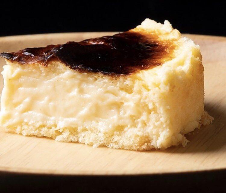 イオンモール岡山や矢掛駅近くにあるチーズタルト専門店「リトルローザンヌ」の、全体の88%をチーズと乳が占めており濃厚なため、誓約書にサインをしないと購入できない『俺様のチーズケーキ』✨公式通販サイトでは、平日でも30分ほどで完売してしまう大人気商品です!