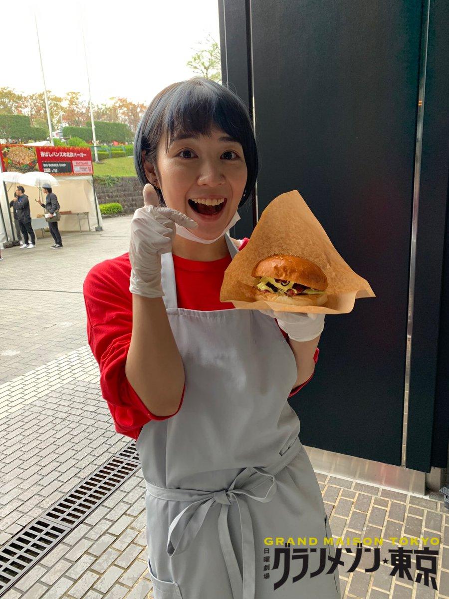 5話放送まであと10分‼️放送前の裏話ボナペティ🍽カレーやハンバーガーを作りまくる #チームグラメ ですが撮影が終わった後も手慣れた様子でハンバーガーを作ってパクリパクリ😊お昼ご飯がいらないぐらいたくさん食べてました🍽皆さんにもぜひ食べて頂きたい一品です🥰#グランメゾン東京