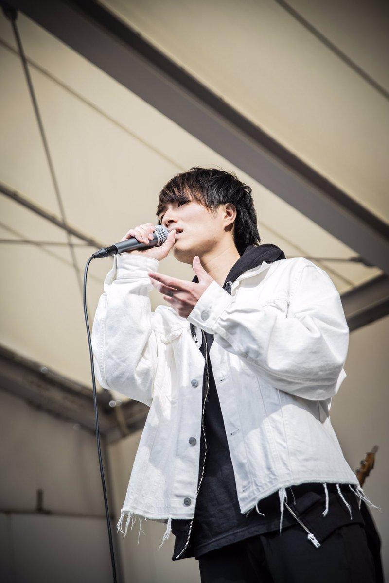上京前最後の地元大阪でのライブ1部2部共に1000人以上の人が来てくれて最高に幸せな時間を日曜日を過ごせました。沢山の愛をありがとう。出会ってくれてありがとう。育ててくれてありがとう。胸張って東京行ってきます。俺たちはいつまでも大阪のNovelbright。大阪を代表するバンドに必ずなる。