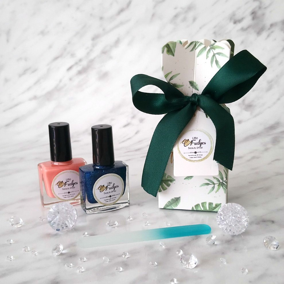 Don't forget about our gift sets! A great gift for any occasion! 🎄🎅  #littlefudgesbeautyshop #indienailpolish #UKGiftAM #UKGiftHour #beauty #giftideas #RTmeBB #UKEtsyRT #handmade #shopindie #smallbusinessuk #SBS #QueenOf