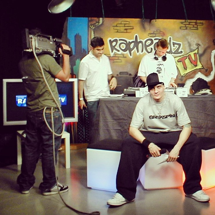 Rapheadz TV  Behind the scenes. #tbt  https://www.instagram.com/p/B497PFUKxHT/?igshid=ke2s0k7fe9lq… #tidetvhamburg #hamburgfernsehen #tvproduction #tvshow #hamburg #rapheadz #rapheadztv #FlashmasterRay #fernsehen #deutschesmusikfernsehen #hiphoptv #hamburgcity #hh #deutschrap #hamburghiphop #tvpresenterpic.twitter.com/XwkdsF3lC7