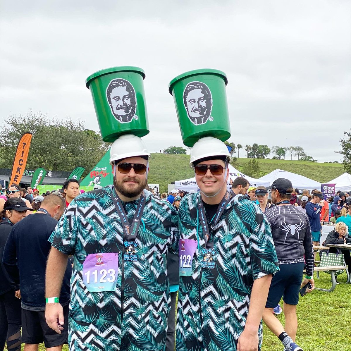 2,500 runners headed to the ribs, beer, and wine at the finish line. Thank you to everyone who came out to the 7th annual Flanigan's Rockin' Rib Run 10k! #ribrun https://t.co/lJMeZzdZxP