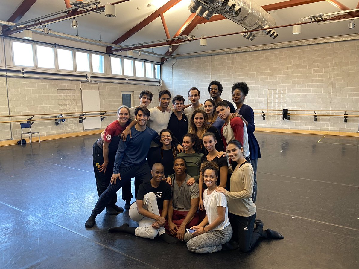 Thank you @HofeshShechter for an amazing workshop with @AcostaDanza today.