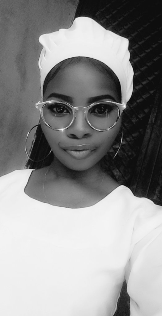 Just want to deal with black and white. Happy Sunday Twitter, #ogocelepic.twitter.com/liND77N9Ym
