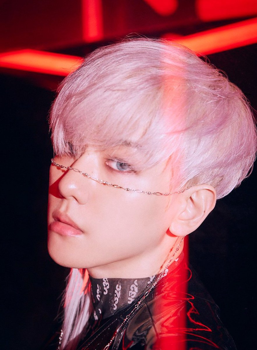 He looks so BEAUTIFUL 😭💕  #EXODEUX #EXOVSXEXO #OBSESSION #EXO @weareoneEXO @exoonearewe #OBSESSEDWithBaekhyun #case04 @B_hundred_Hyun @layzhang
