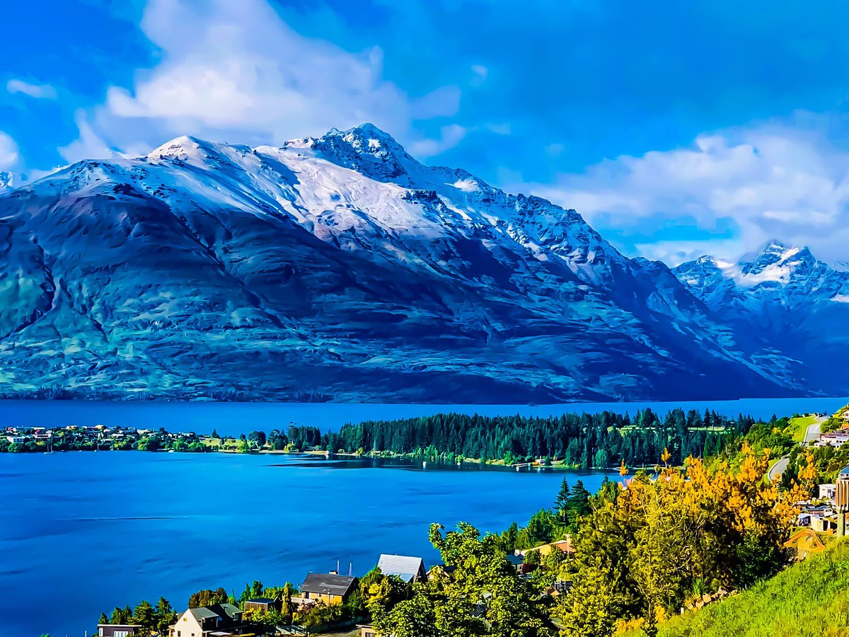 Huge congrats to all participants of this years #queenstownmarathon Amazing weekend.  Marathoners from all over the world entering one of the worlds most scenic events Fantastic to see you Lock in next years date Sat Nov 21st 2020 Come with us Make your own adventure #marathonpic.twitter.com/zp97DS72jI