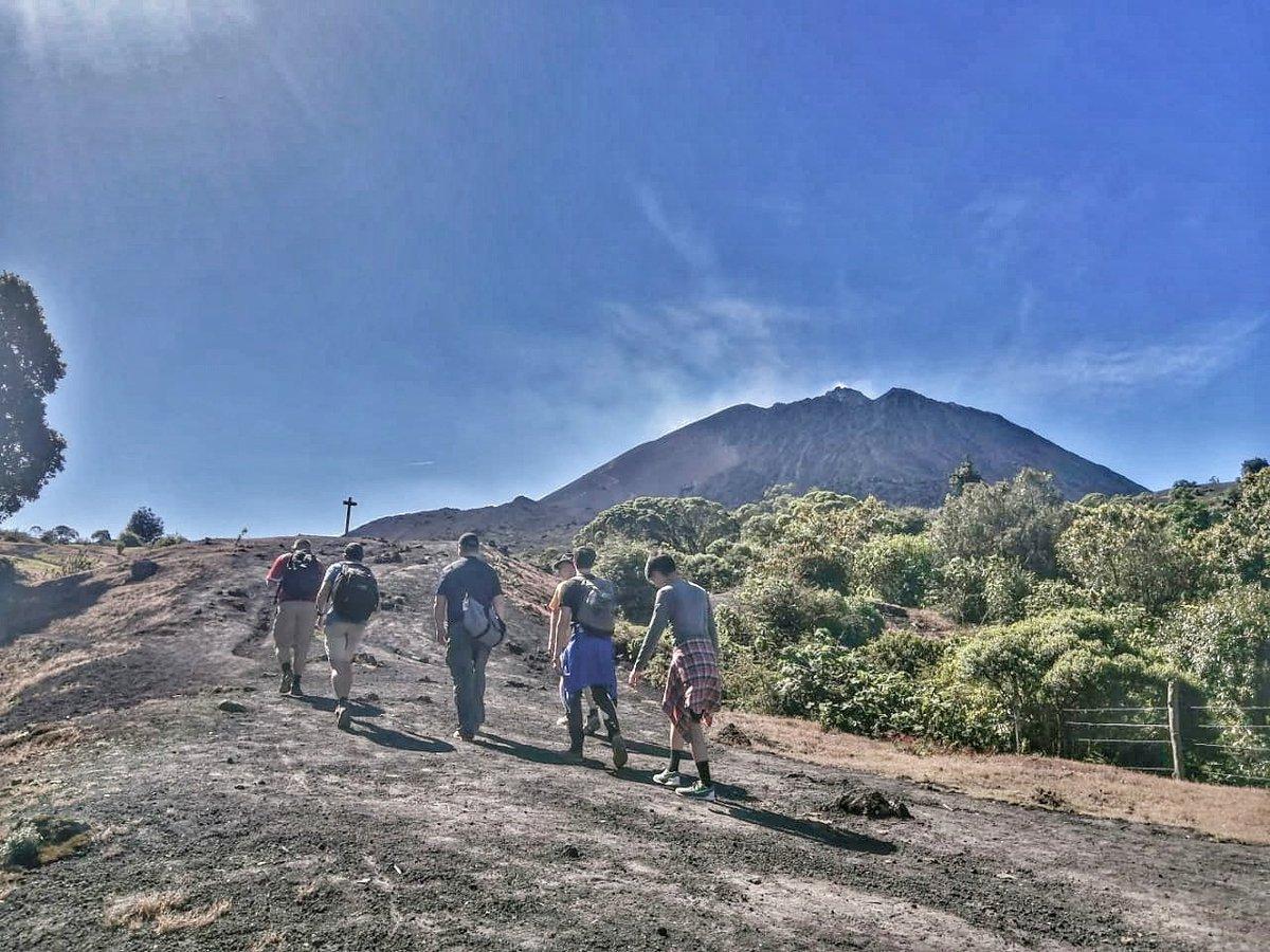 Este domingo viviendo la aventura y disfrutando de las vistas en el #VolcanPacaya @PacayaPn #adventure #hikingadventures #hiking #Experiences #thingstodoinguatemala #travelphotography #Travel #visitguatemala #Guatemala #traveltoguatemala