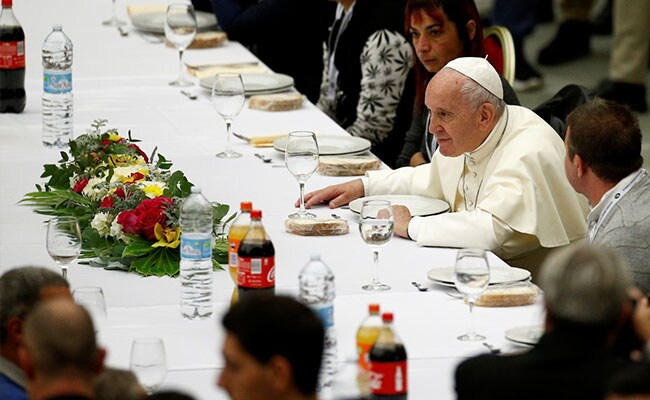 Guess who's coming to lunch? Pope hosts meal for 1,500 homeless people https://www.ndtv.com/world-news/guess-whos-coming-to-lunch-pope-hosts-meal-for-1-500-homeless-people-2134078 …