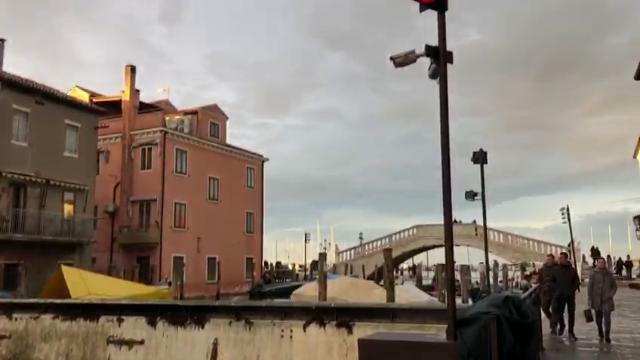 Acqua alta, ecco il baby Mose di Chioggia https://...
