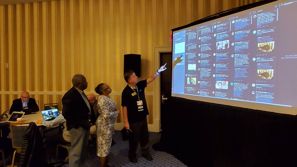 IL ASCD Board member is hosting a Saturday morning Tweet-up at the #ascdcel ASCD Conference on Learning. He is explaning how a Tweetdeck works to workshop participants. @EL_ASCD @ILASCD @ASCD