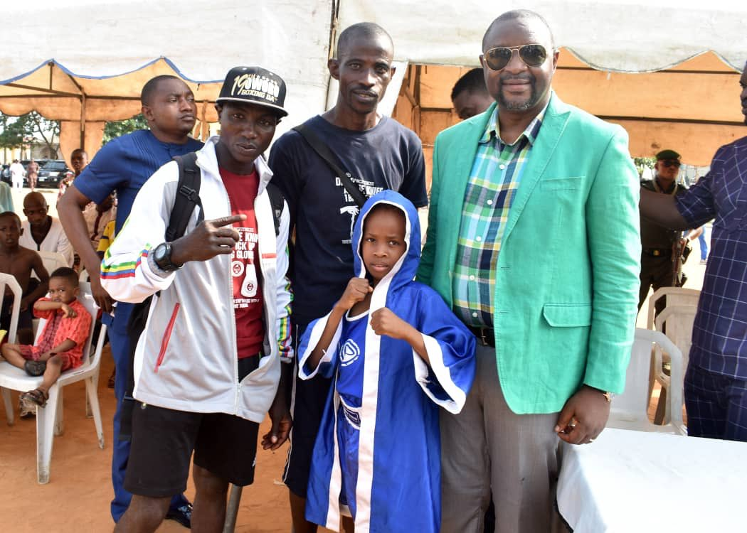 This afternoon I kept my promise to 8-year old pugilist, Shekinat that I will be at the ring side to cheer her in the Oworonshoki annual boxing competition. At the Youth Center, I joined over 500 others to watch young girls & boys fight with gusto, bout after bout. Talents galore<br>http://pic.twitter.com/9ZS2UJvedx