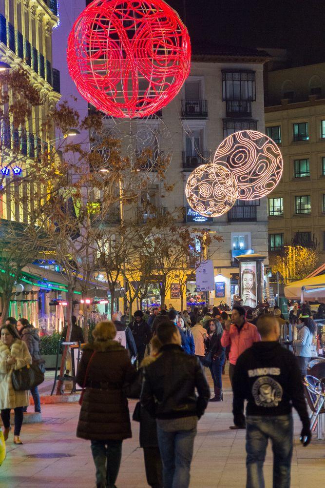 El viernes 22, #Madrid se embellece aun más con el #alumbrado navideño que este año tiene la novedad de los belenes luminosos que se verán por toda la capital😍👉https://buff.ly/2CF73YN @MADRID @Visita_Madrid @Granviademadrid @madridexpert @TimeOutMAD #XmasSpain #VisitSpain