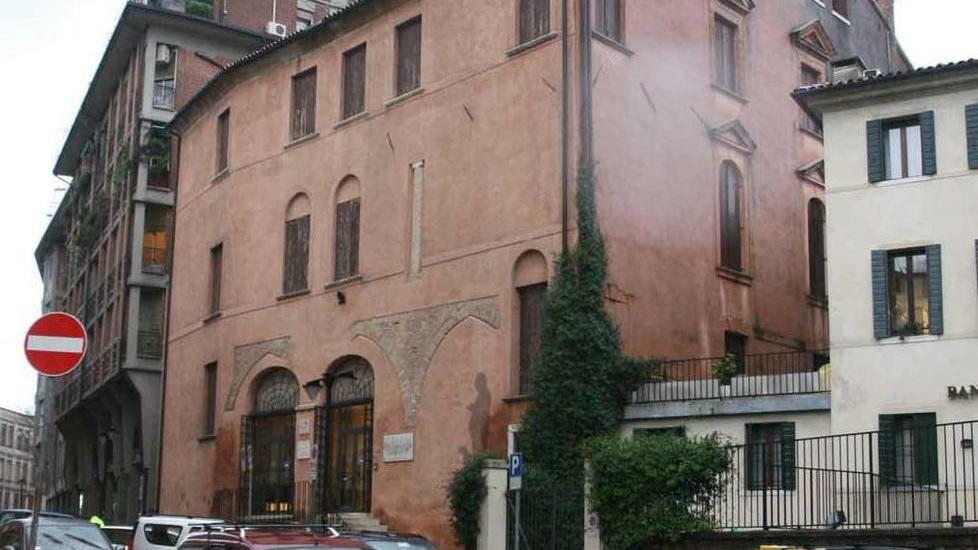 Palazzo Scotti dismesso sarà venduto in un anno: ...