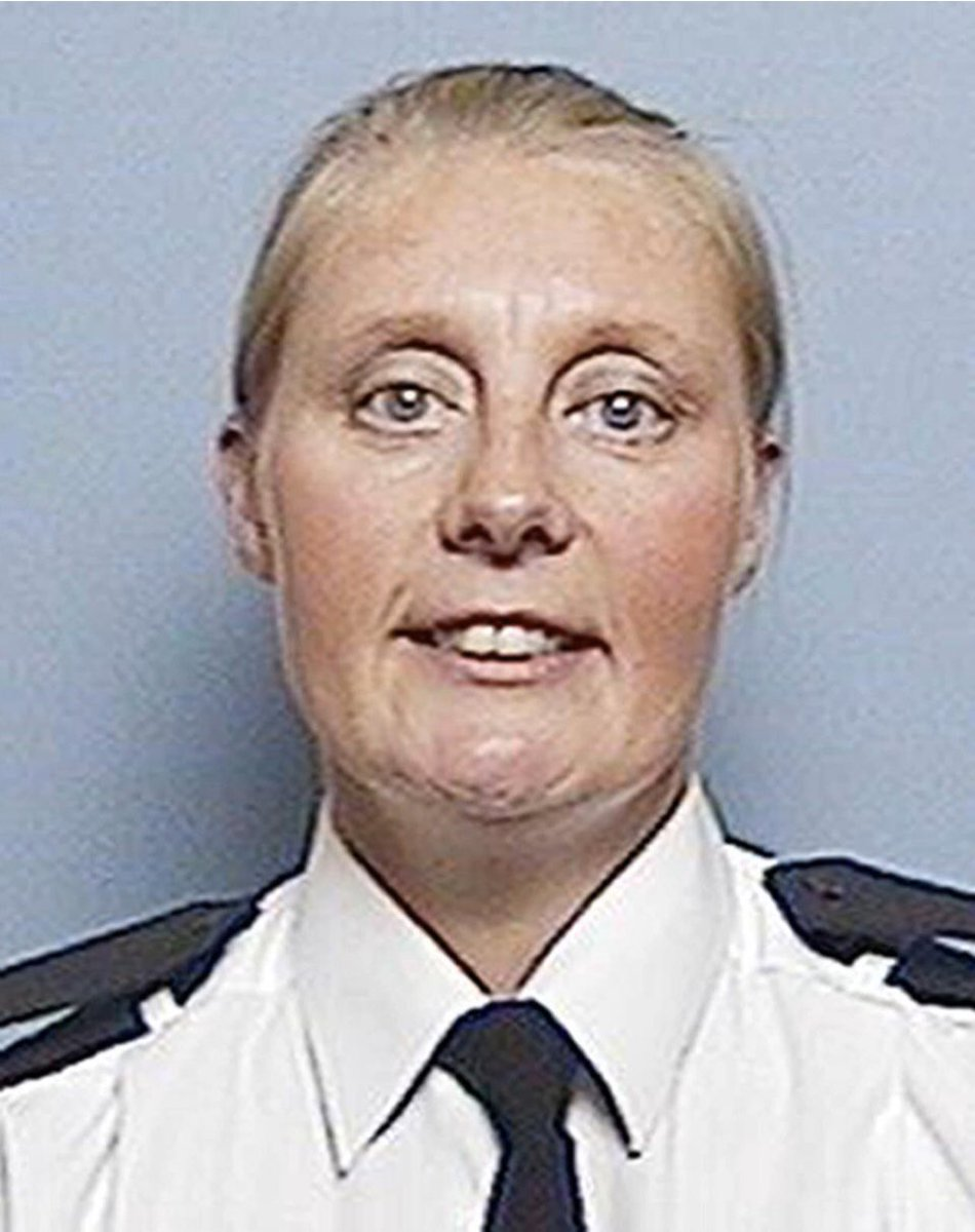 Today we remember PC Sharon Beshenivsky of West Yorks Police who was murdered in Bradford on this day in 2005 as she attempted to detain armed robbers. She was aged 38. We placed our memorial to her service & sacrifice in May 2009 #LestWeForget @WestYorksPolice @WestYorksPolFed