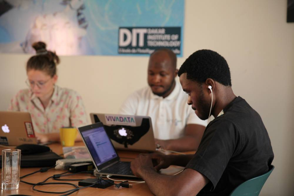 test Twitter Media - West Africa boot camp seeks artificial intelligence fix for climate-hit farmersThomson Reuters Foundation https://t.co/rQ6xmgyh4N #ArtificialIntelligence #AI https://t.co/bw0racPCbG