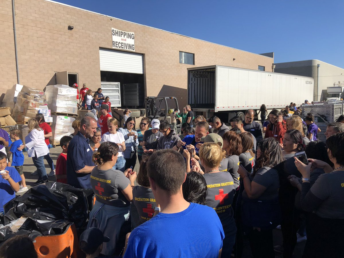 What does it look like when 2,000 volunteers show up at @OpGratitude's HQ in Los Angeles to assemble care packages for deployed troops, veterans, wounded warriors, and first responders? This: