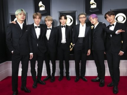 The outfits BTS wore during the 2019 Grammy Awards will be on display at the Grammy Museum starting November 20  Also included are outfits from Rihanna, Alicia Keys, Miranda Lambert, Maren Morris, Michelle Obama, Kanye West, Amy Winehouse   https:// n.news.naver.com/entertain/now/ article/609/0000204803  … <br>http://pic.twitter.com/5C2AjzIRIg