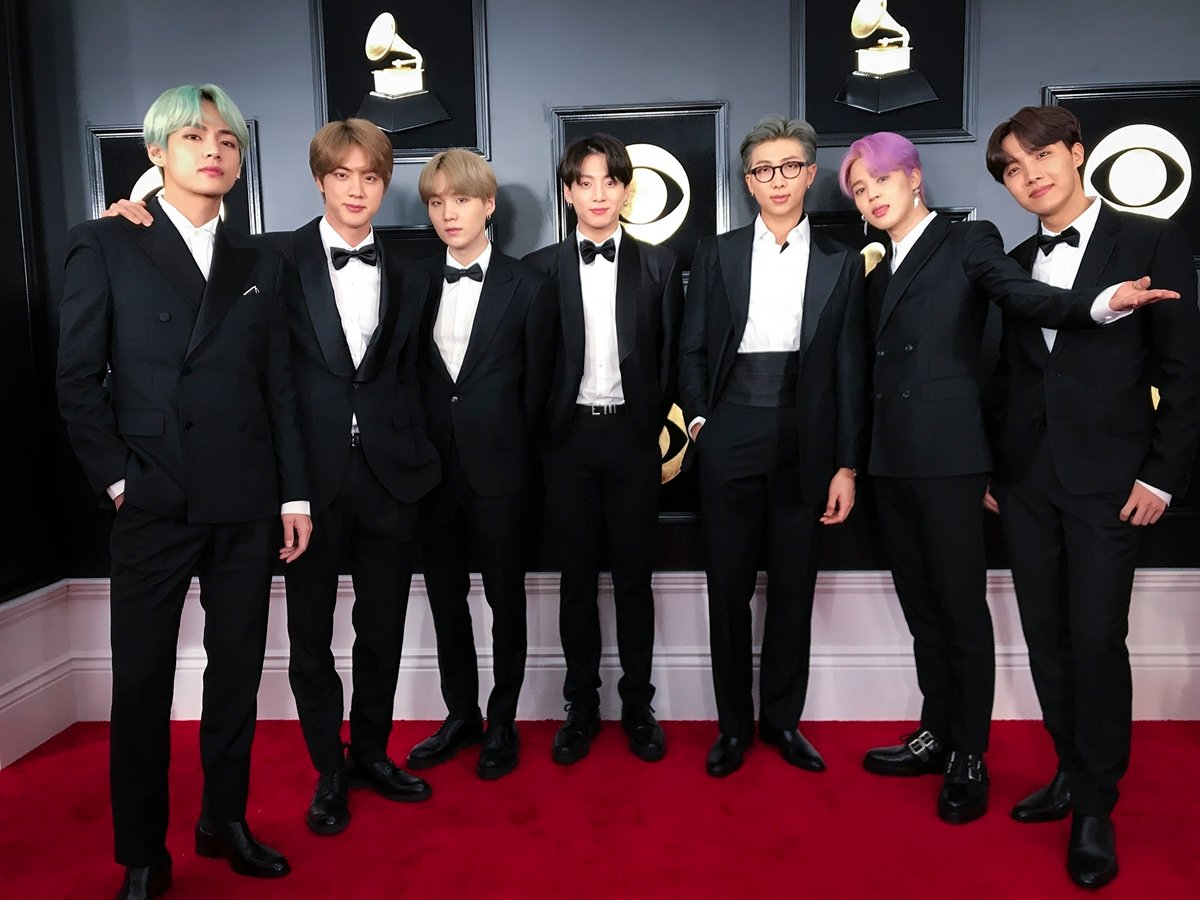 Do you remember the suits @BTS_twt wore at the Grammys this year? The BTS tuxedos will be on display at the Grammy Museum in LA from Nov. 20 through spring 2020, along with the red carpet looks from Rihanna, Alicia Keys, Michelle Obama, Maren Morris, Kanye West and Amy Winehouse. <br>http://pic.twitter.com/3XaLO0saKw