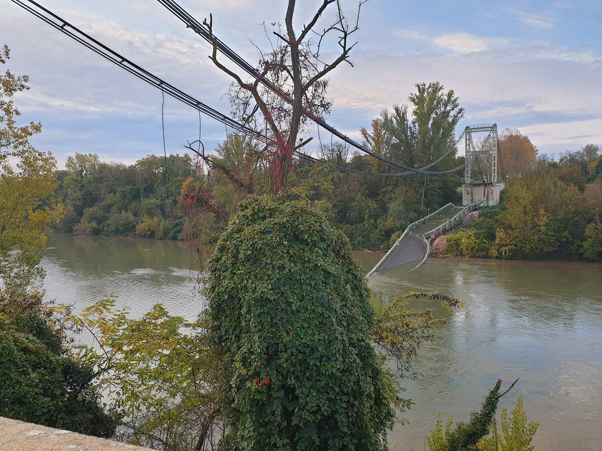 Un pont s'effondre au nord de Toulouse EJo5eIFXYAEJSPX