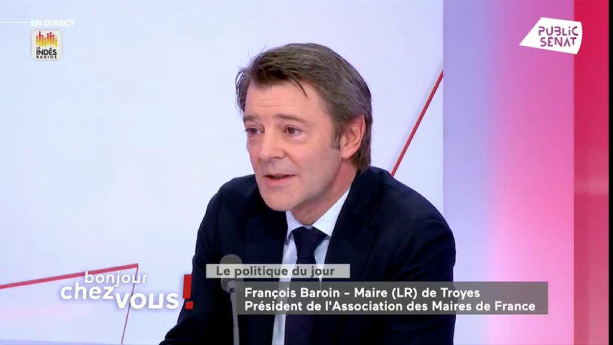 """Les Républicains capables de s'opposer au duel Le Pen/Macron ? """"Aujourd'hui non. Soyons honnêtes, soyons lucides. Tout est à reconstruire, le fond, le rassemblement de la famille"""" @francoisbaroin #BonjourChezVous"""