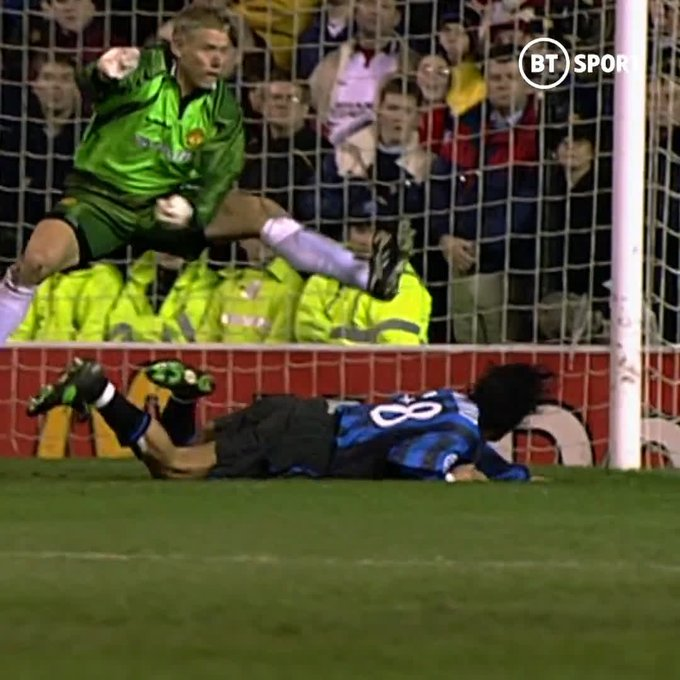 Happy Birthday to Peter Schmeichel!   Unbeatable in his pomp. a true goalkeeping icon!