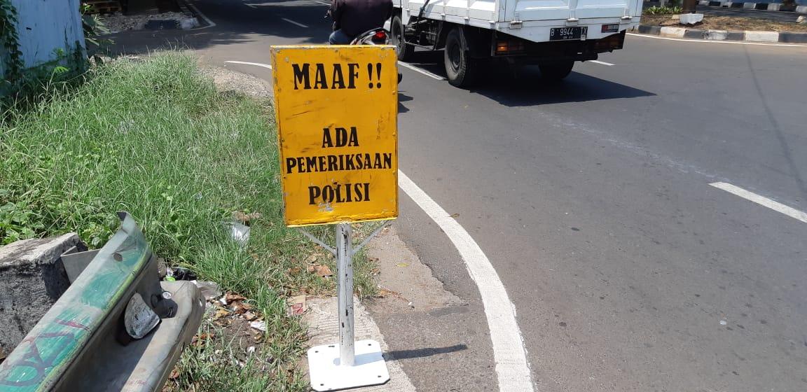 11.57 #Polri melaksanakan Ops Kepolisian pemeriksaan surat2 kendaraan dan penindakan terhadap pelanggaran kasat mata di Jl. Joglo Raya Kembangan Jakbar.