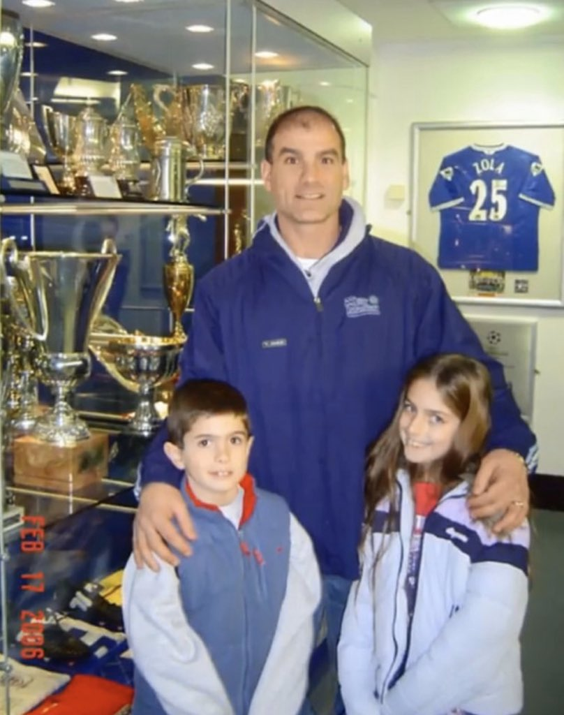 Young Pulisic with his dad and sis back in 2006...  Truly he his born blue🔵💙💙