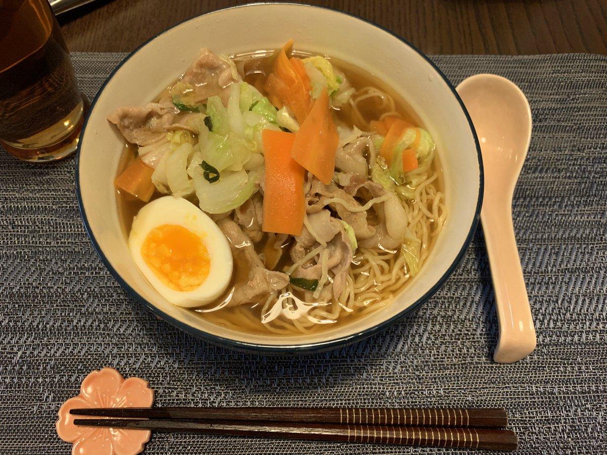 今日の晩ご飯は大阪の神座風らーめんを作りました。白菜と豚肉がうまいーー!なんちゃって★神座風おいしいラーメン♪ by *runmama*  #cookpad