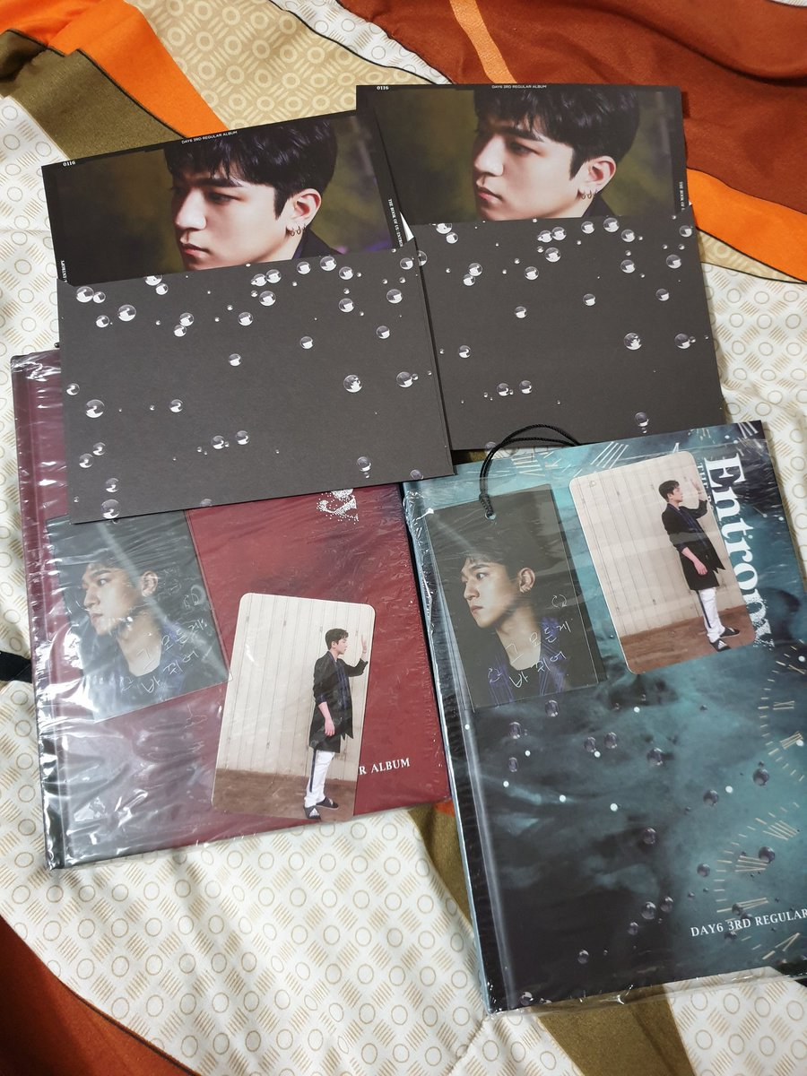 [help RT] #DAY6GRAVITYinMNL #DAY6  giveaway!!  6 winners: (all albums unsealed) (1) entropy sweet ver (1) entropy chaos ver (1) gravity soul ver (1) gravity mate ver (1) ke pen (1) bang pen Mechanics: RT + Like Show ticket upon claiming Will draw on nov 23 12am! <br>http://pic.twitter.com/Yzm1UXRi3Q