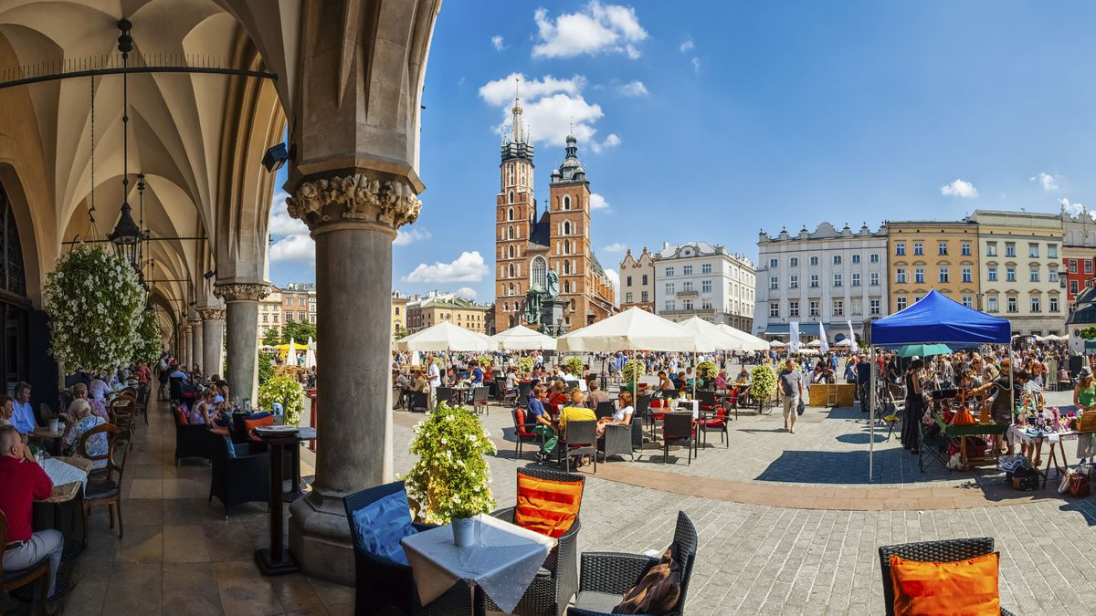 Spring Krakow weekend city break: 2nts at 4* hotel incl. flights from £90pp dlvr.it/RJXnfX #SME #WednesdayWisdom #ThursdayThoughts #FridayFeeling #SaturdayMorning #SundayMorning #MondayMotivation #TuesdayThoughts