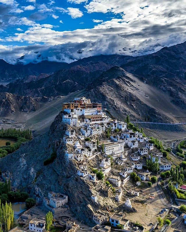 Beautiful View Of #ThiksayMonastery, #LadakhAmazing click by @abhishaanth #ladakh #thiksaymonastery #tibetian #monastery #snowmountain #landscape #aerialphotography #photographers_of_india #mountaintop #leh  #portraitphotography #Beautiful #wanderlust … http://bit.ly/2NYCO5s