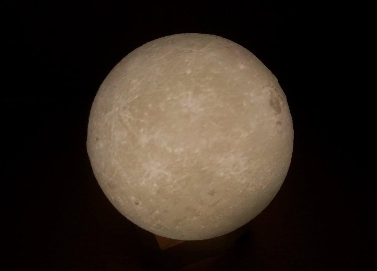 誰でも教科書の引用資料レベルの月が撮れるチート照明を手に入れた