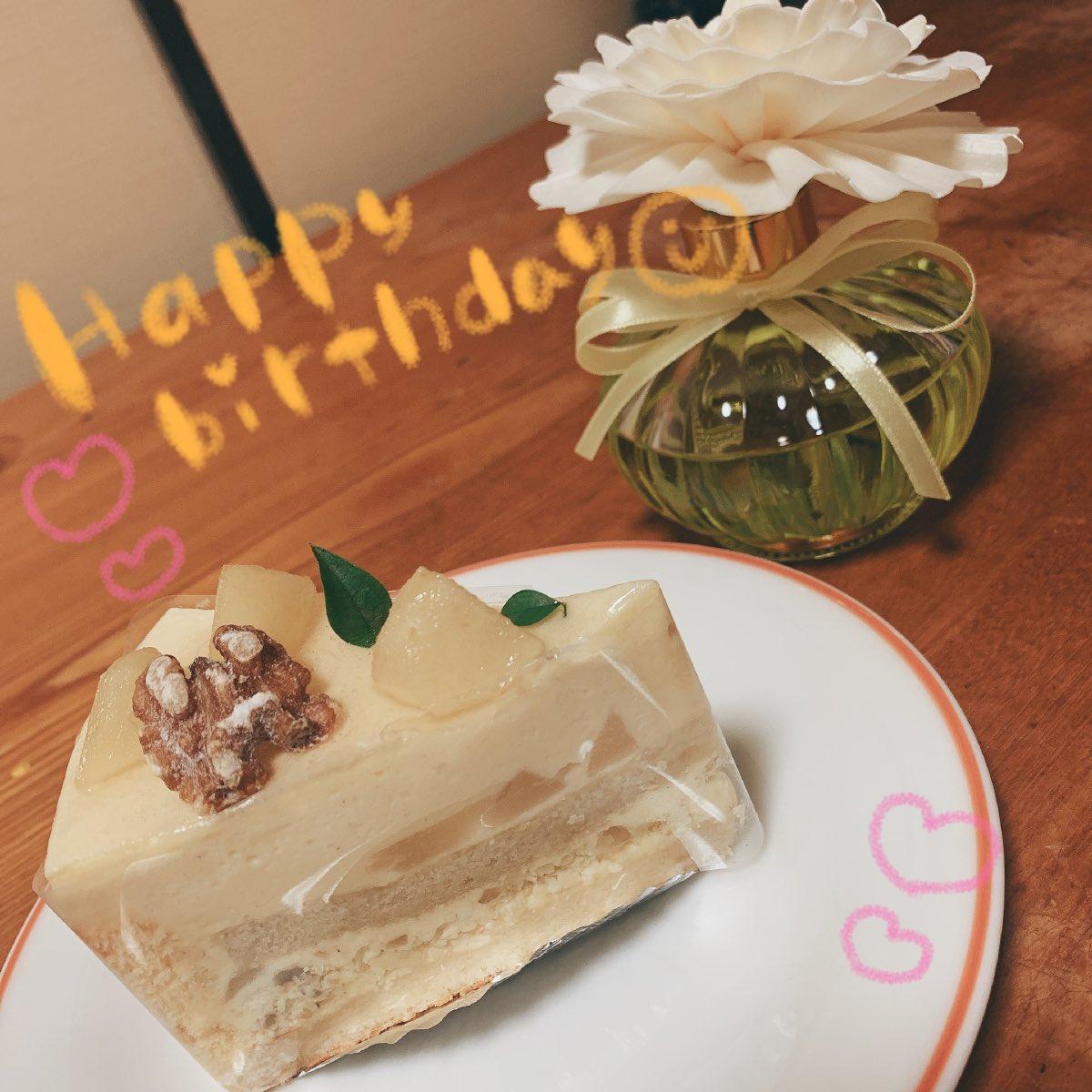 お誕生日おめでとう梨沙ちゃん!ここまで頑張ってきてくれてありがとう、これからは一緒に頑張っていこうね🐯🎀梨のケーキでお祝いだ〜〜! #的場梨沙生誕祭2019
