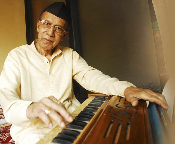 Remembering an eminent Harmonium player Padma Shri Pt #TulsidasBorkar ji (18 Nov 1934 - 29 Sep 2018) on his birth anniversary, an outstanding a soloist/accompanist and #guru who significantly contributed towards popularizing the instrument.#IndianClassicalMusic #ICM