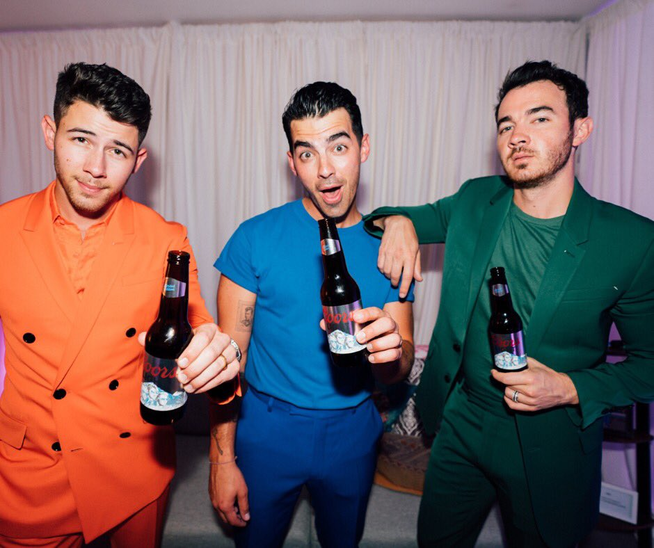 Happiness Begins today…the Limited Edition Coors Light Brewed with the @jonasbrothers is on sale in select markets now! Get yours before it sells out. See article in bio for details. <br>http://pic.twitter.com/Qz2lB14lui
