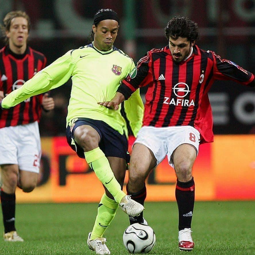 Gattuso vs Ronaldinho, Can You Guess The Year?  #FootballMemories #calcio #seriea #serieatim #ilcalcioèdichiloama #calcionostalgico #serieaoperazionenostalgia #machenesanno #milanosiamonoi #acmilan #forzamilan #weareacmilan #rossoneri #ronaldinho #gattuso #skysport #soccer