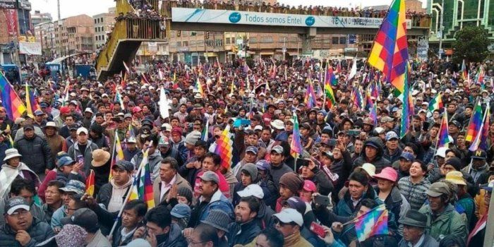 The Bolivian Indigenous, poor and working class people are in a struggle for their lives against the recent U.S.-backed coup. #ElMundoConEvo #HandsOffBolivia   https:// buff.ly/2KwaGEz     <br>http://pic.twitter.com/sOZJ4pEzKC